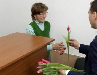 FOTO: Flori şi gânduri frumoase pentru femeile din comuna Răzvad!