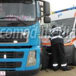 DÂMBOVIŢA: Ambulanţă aflată în misiune s-a izbit violent de un TIR! GA...