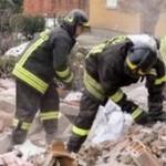 CĂLĂRAŞI: Trei bărbaţi prinşi sub dărâmături au fost salvaţi de pompie...