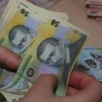 DÂMBOVIŢA: N-a scăpat oferind bani! S-a ales cu dosar penal pentru dar...