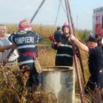 IALOMIŢA: O femeie a fost salvată de pompieri, după ce s-a aruncat înt...