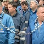 DISPERARE: Angajaţii Arpechim Piteşti îi cer premierului Ponta să se i...