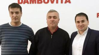 Petre Coman (mijloc) spune că a luat această decizie fiindcă PSD l-a primit în partid pe primarul Cătălin Preda