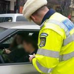DÂMBOVIŢA: Printre mărţişoare şi flori, poliţiştii le aplică femeilor ...