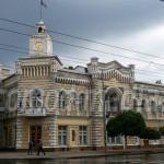 CĂLĂTORIE: Chişinău, un oraş atât de verde de parcă a fost construit î...