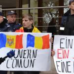 CHIŞINĂU: Unioniştii cer guvern comun pentru România şi Republica Mold...