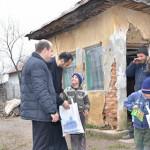 DÂMBOVIŢA: Daruri pentru copiii defavorizaţi, din partea Asociaţiei Pă...