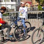 FOTO: Locuitorii oraşului Pucioasa au sărbătorit Ziua Mondială a Teatr...