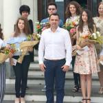 GEST: Primăria Târgovişte a premiat cu câte 2.000 de lei absolvenţii d...