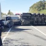 ACCIDENT: DN 72, Târgovişte-Ploieşti, este blocat de o cisternă încărc...