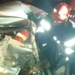 VIDEO: Tânăr de 19 ani a intrat cu maşina sub un tir, la Blejoi, în Pr...
