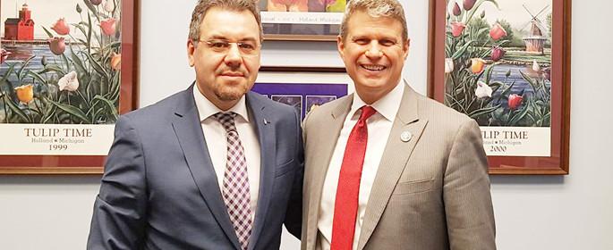 Leonardo Badea, în stânga